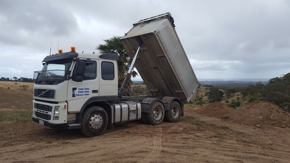 TANDEM TIPPER HIRE AND TIP TRUCKS AVAILABLE FOR ALL CARTAGE WORK