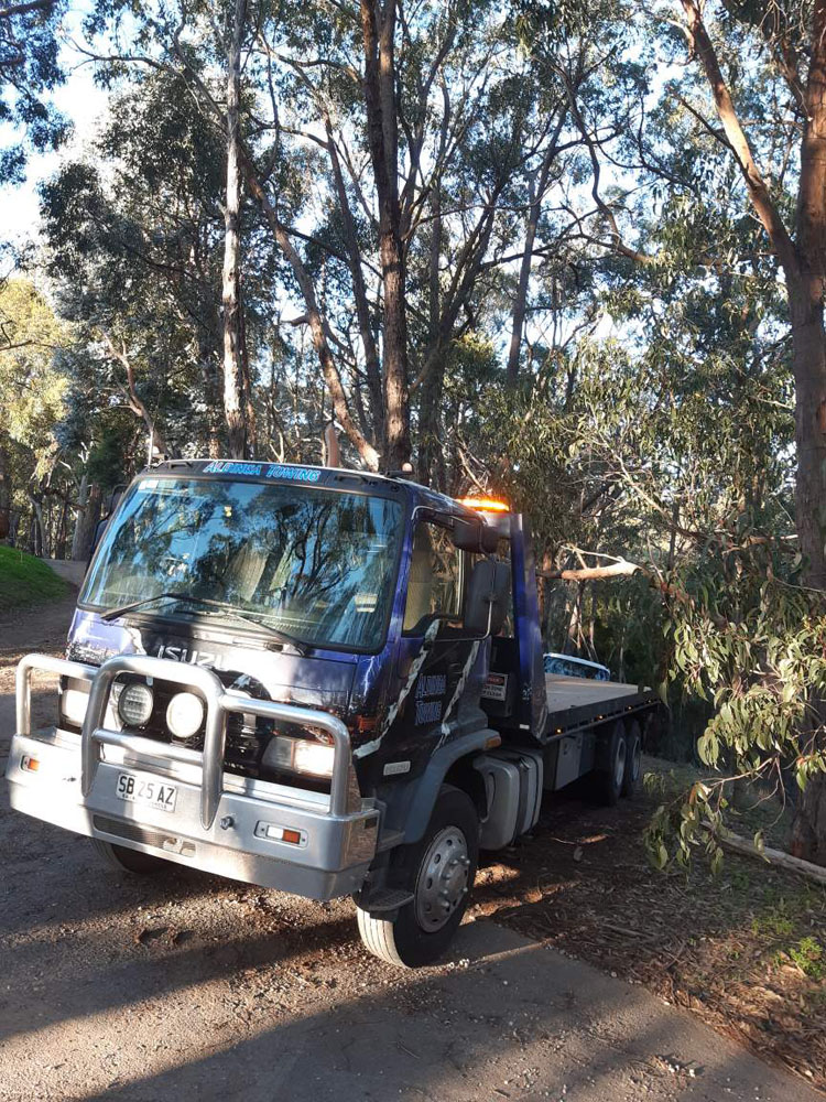 An Aldinga Tow truck involved in recovery towing in Adelaide Hills